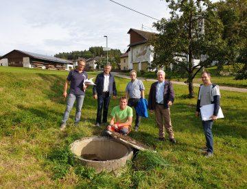 Bgm Brandstätter Und Vzbm. Sandner Bei Der Kanalbegehung Mit Fachleuten