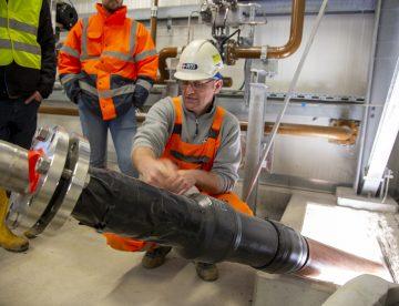 Im Pumpenhaus wird im Ringspalt ein Leckagemeldesystem installiert_©Harald Bachingererfolgreich von RTi erneuert